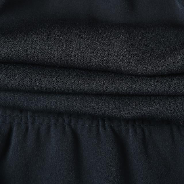 14d683a709c 레이온 혼방 소재로 착용감이 우수합니다. 롱 가디건과 매치하여 러블리한 스타일링을 완성할수 있습니다.