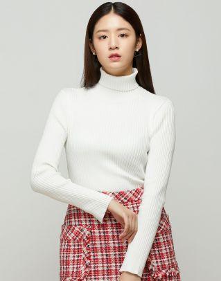아이보리 레이온 혼방 옆 트임 폴라 골지 스웨터